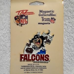 Vintage Looney tunes taz Falcons magnet